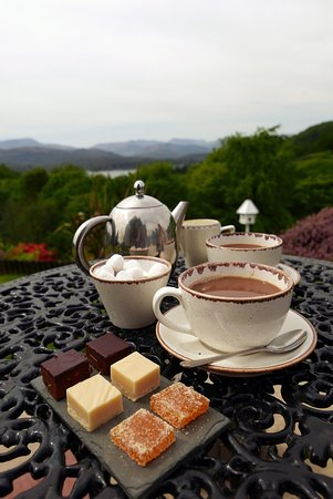 Holbeck Ghyll: Coffee with sweet treats