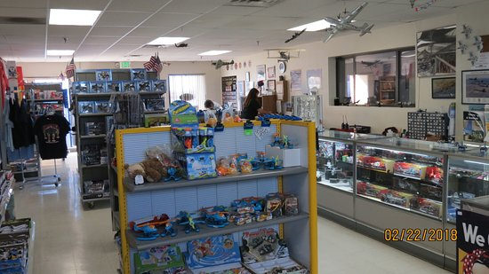 Pueblo Weisbrod Aircraft Museum: Giftshop