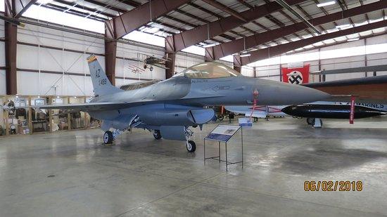 Pueblo Weisbrod Aircraft Museum : F16