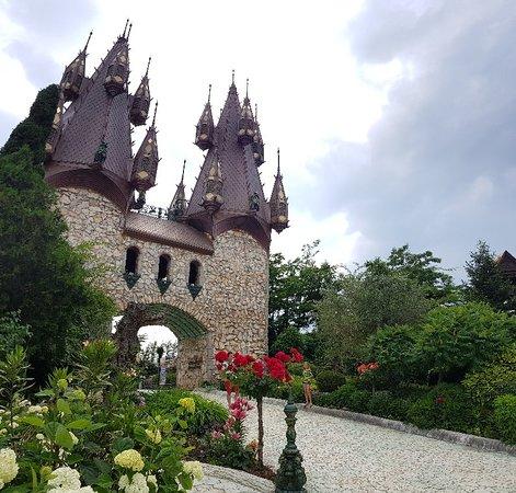 Ravadinovo Castle: Замок Равадиново
