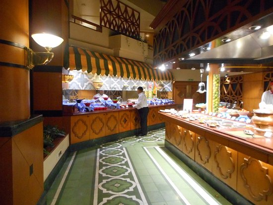 Boulevard: Food counters