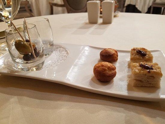 Fait Maison Restaurant : Pastries, compliments of the chef!