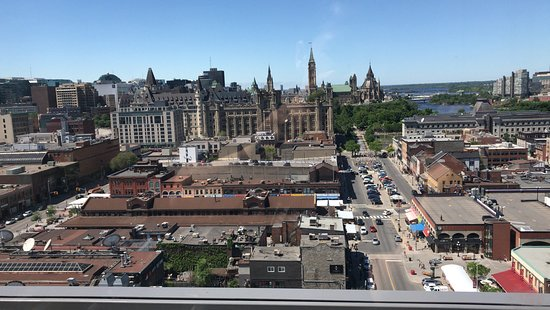 Andaz Ottawa ByWard Market: Rooftop small lounge view