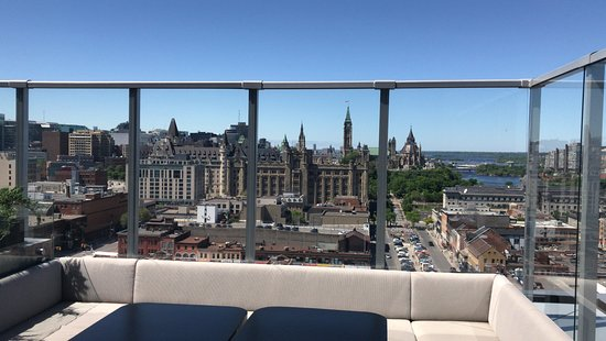 Andaz Ottawa ByWard Market: Rooftop small lounge view 1