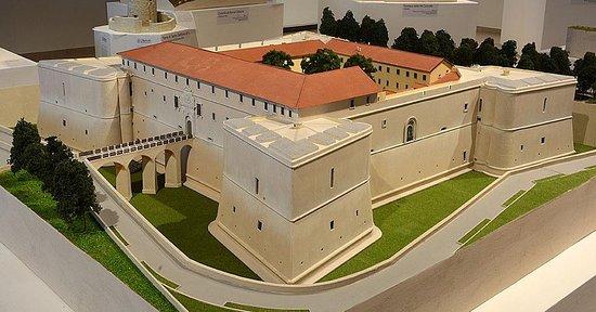 L'Aquilandia: Castello cinquecentesco L'Aquila