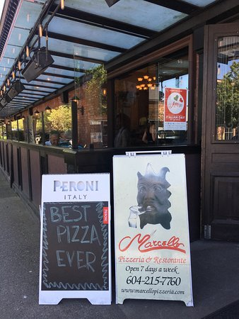 Marcello Pizzeria : Our patio