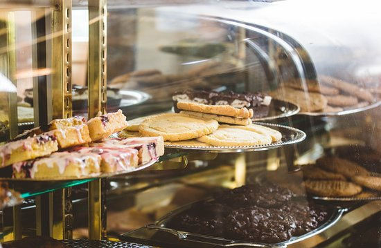 Taste & See Deli: Lots of baked goodies and desserts made fresh