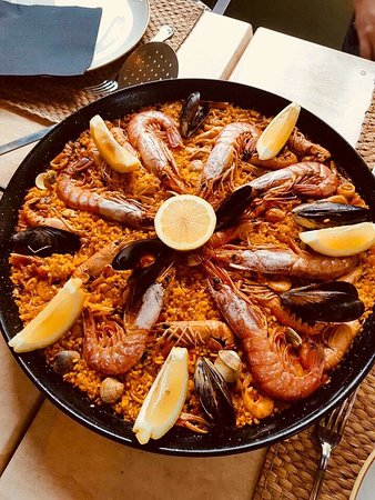 The Quirky Bull: Paella