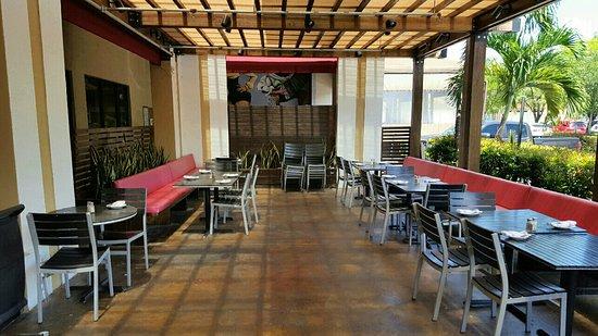 Medley, FL: Patio seating