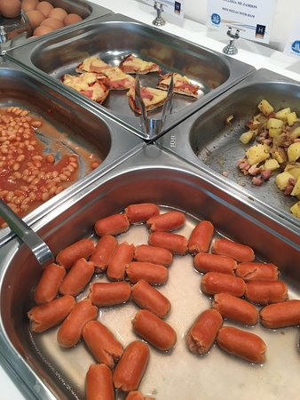 Hotel Korina: Disgusting breakfast choice, like cheap kids party food!