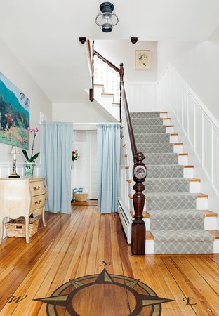 East Bay Bed & Breakfast: Entryway
