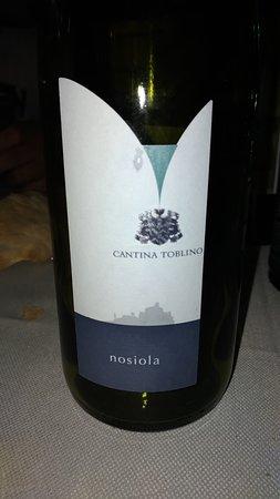 """Ristorante """"La Tana degli Artisti"""" : ottimo vino"""