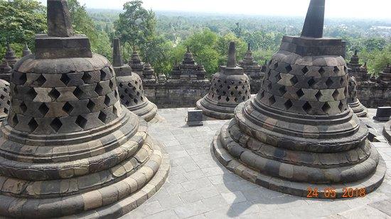 วัดโบโรบูดูร์: Borobudur