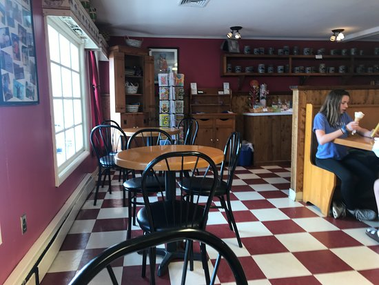 Uncle Ed's Creamery : Inside Seating