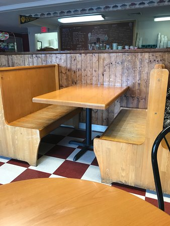 Uncle Ed's Creamery : Booth Seating