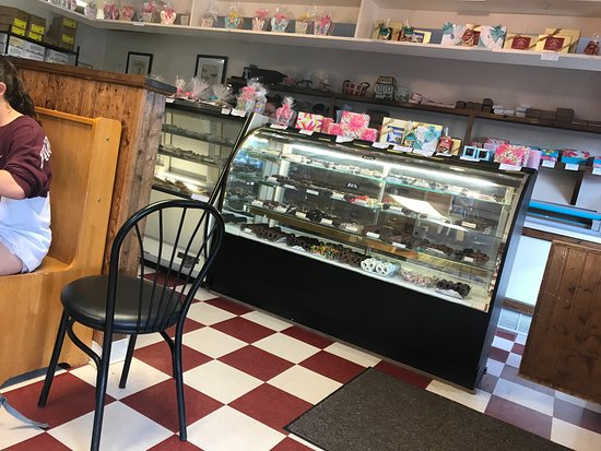 Uncle Ed's Creamery : Pastry Display