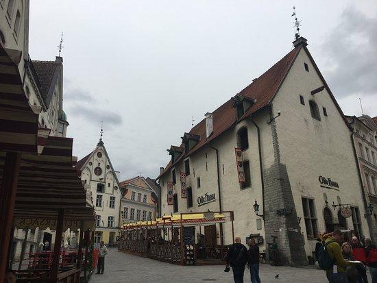 Tallinn Old Town: Medieval tourists