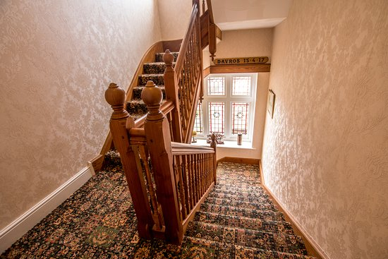 Forest Side Guesthouse: Staircase