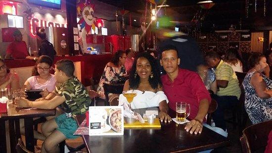 Maikai Show Bar: Mini palco com show ao vivo da banda Curtindo Samba