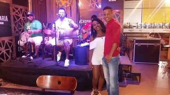 Maikai Show Bar: Registrando a atenção do cantor da banda Curtindo Samba