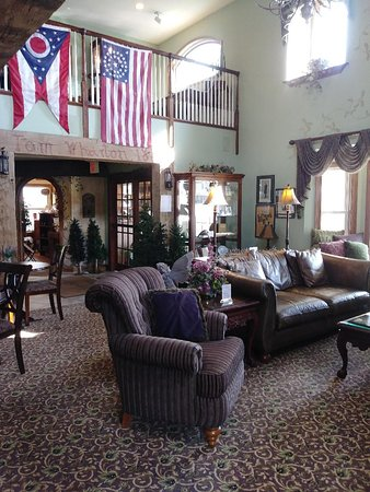 Cedarville, OH: Lobby, open sitting area for guests to relax