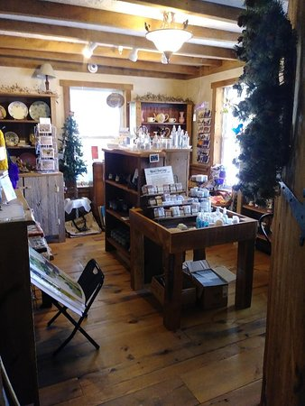 Cedarville, OH: Gift Shop with local artists gifts