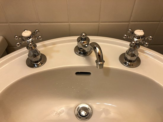 Tarrytown House Estate on the Hudson: Broken faucet. Leaking cold water handle on left.