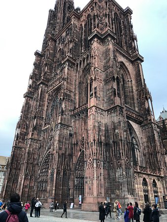 อาสนวิหารน็อทร์-ดามแห่งสทราซบูร์: Outside of the Cathedral - this picture does it no justice