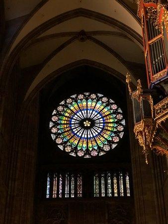 อาสนวิหารน็อทร์-ดามแห่งสทราซบูร์: Incredible stained glass window