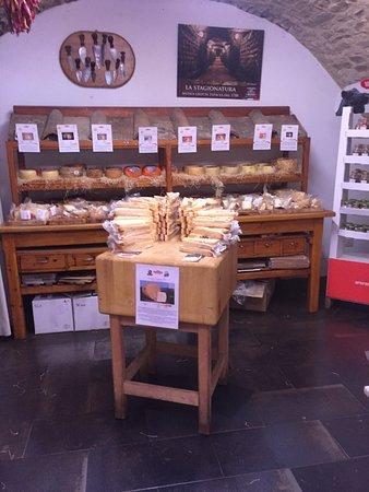 Antica Macelleria Falorni: auch Käse in Mengen