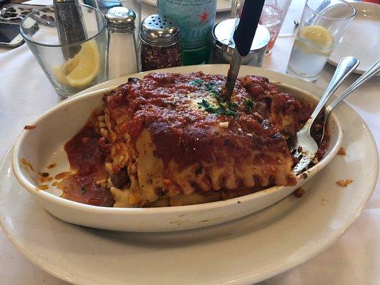 Carmine's Italian Restaurant - Times Square: Lasagna