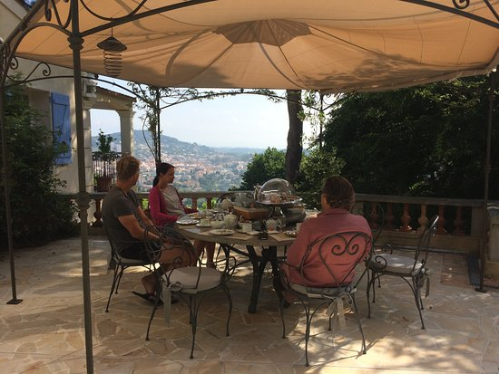 Villa Le Port d'Attache: breakfast with a view