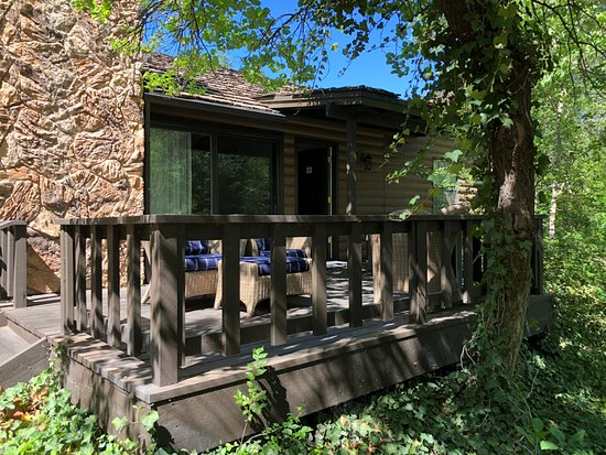 L'Auberge de Sedona: view looking at porch attached to cottage