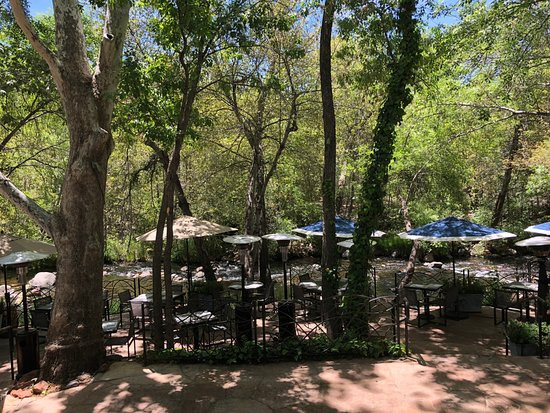 L'Auberge de Sedona: dining area - looking from main bar area