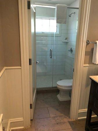 L'Auberge de Sedona: bathroom in cottage