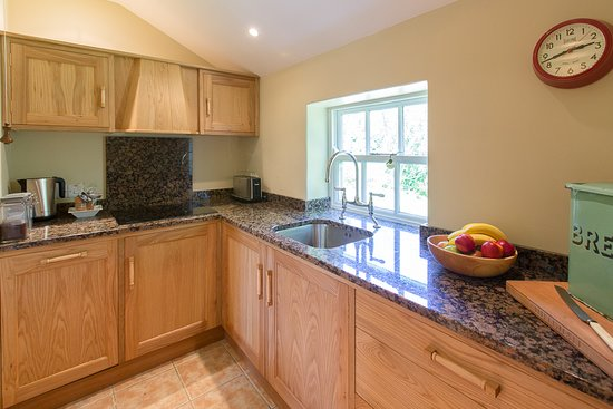Shieldhall: Fully fitted handmade kitchen