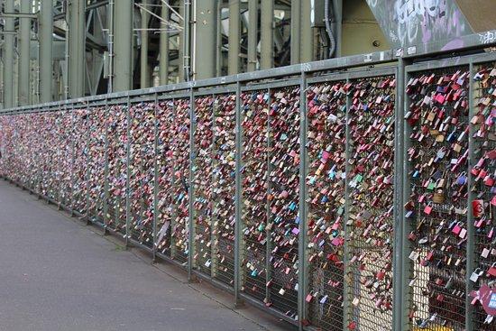 Hohenzollern Bridge: More love locks.....