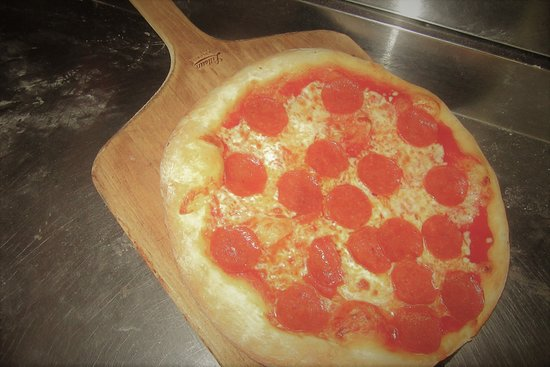 Scicchitano's Pizzeria: Fresh Pepperoni Pizza
