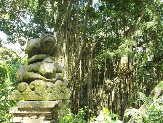 Sacred Monkey Forest Sanctuary: A sculpture shortly inside one of the entrances to the Forest
