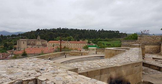 Castillo de Miranda de Ebro: VISTA DE MURALLA Y HOSPEDERIA DEL CONVENTO
