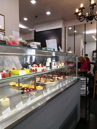 100 grama sladki - Angel Kanchev: Cosy and welcoming pastry shop with delicious handmade salty and sweet treats to get you energiz
