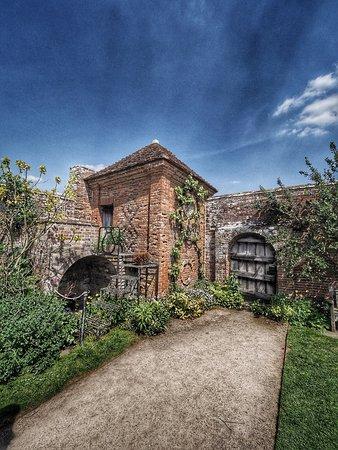 Lapworth, UK: Packwood House National Trust