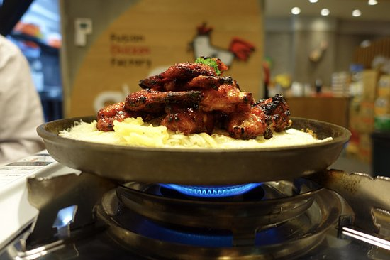 Burwood, Αυστραλία: New Orleans wings cooking