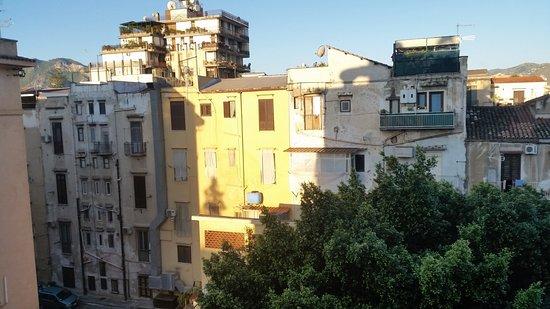 NH Palermo: 朝日を浴びて