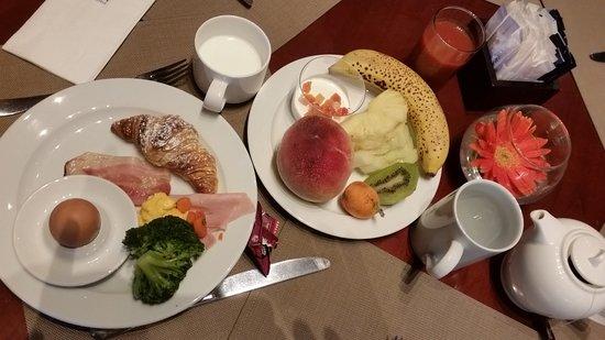 NH Palermo: 朝食ブッフェ