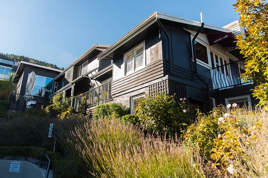 Queenstown House Boutique Bed & Breakfast & Apartments: Second Entrance