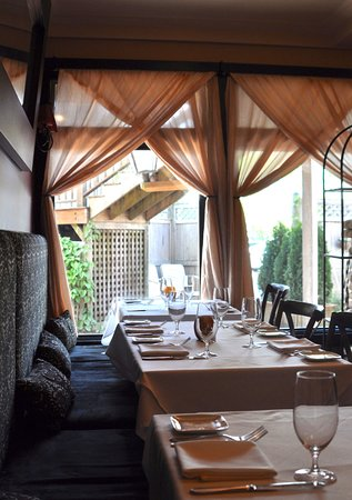 Detente Restaurant and Wine Bar: A view from our downstairs dining room.