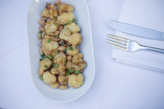 Detente Restaurant and Wine Bar: Fried cauliflower with peanuts and nuoc-cham