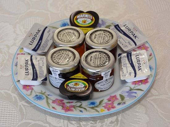 The Cove Guest House: Breakfast jams