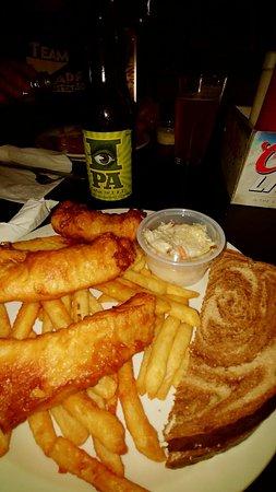 Kathan Inn Bar & Grill: Yummy fish fry!!